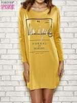 Żółta sukienka ze złotym napisem UNIQUE                                  zdj.                                  1