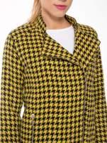 Żółty płaszcz ze skośnym suwakiem we wzór w pepitkę                                  zdj.                                  11