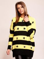 Żółty sweter oversize w paski z aplikacją                                  zdj.                                  1