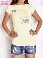 Żółty t-shirt z napisem STOP DREAMING START DOING                                  zdj.                                  1