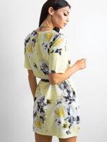 Zwiewna jasnożółta sukienka w kwiaty                                  zdj.                                  2